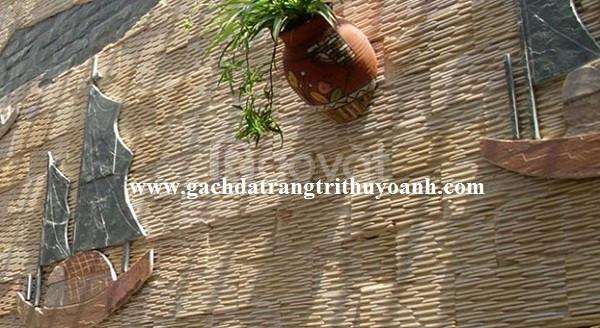 Ốp lát trang trí ngoại thất bằng đá răng lược vàng