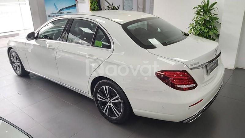 Mercedes E180 2020 chạy lướt 2000 km màu Trắng giá rẻ