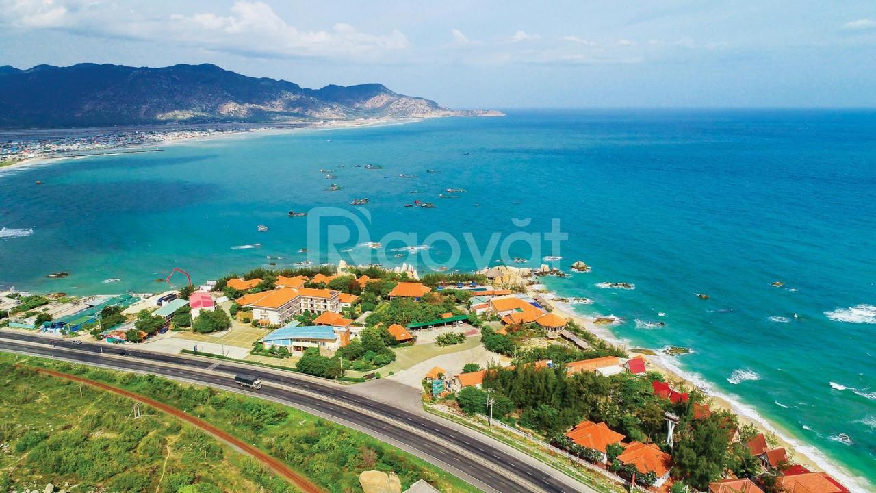 Bán 135m2 lô góc 2 mặt tiền gần Cảng biển quốc tế Cà Ná