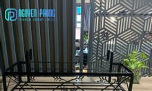 Kệ sắt trang trí ban công với thiết kế đơn giản, decor ban công