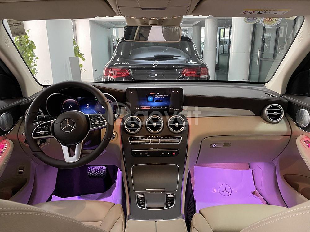 Mercedes GLC 300 4Matic Model 2020 màu Đỏ chạy lướt 2600 km giá rẻ