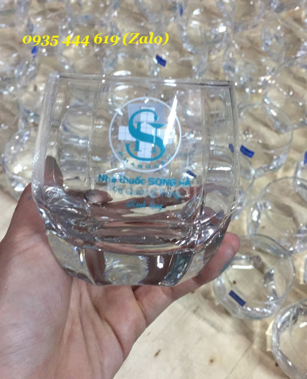 In ấn chữ lên ly thủy tinh theo yêu cầu làm quà tặng tại Quảng Ngãi