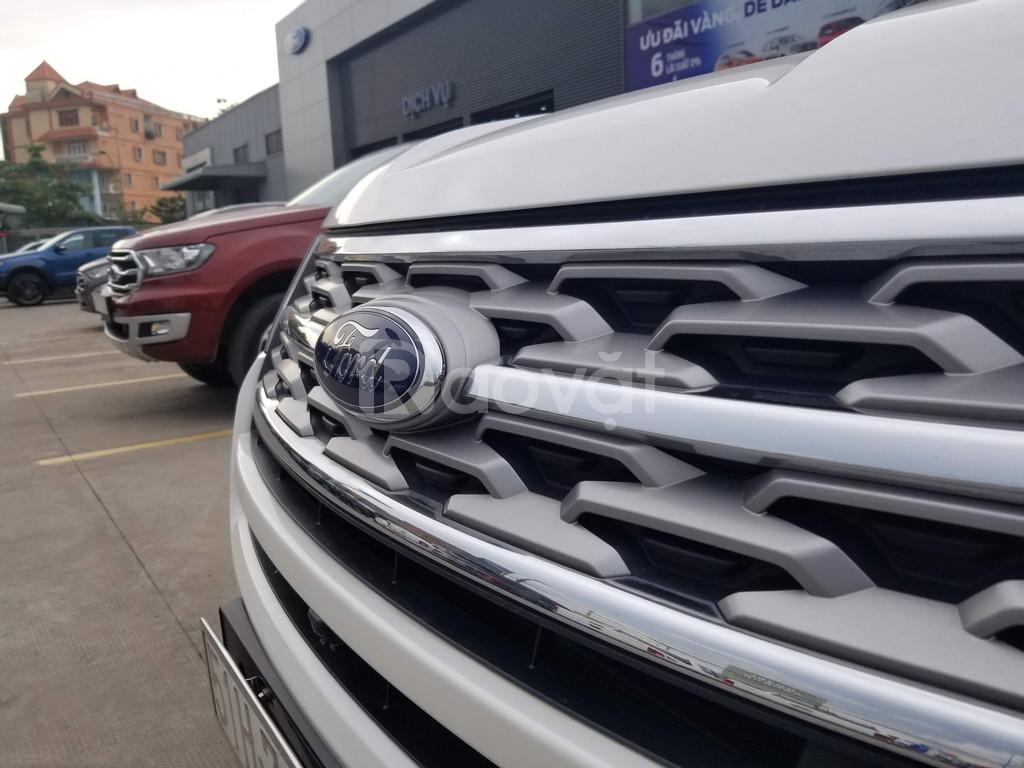 Ford Explorer 2020 trắng giao ngay
