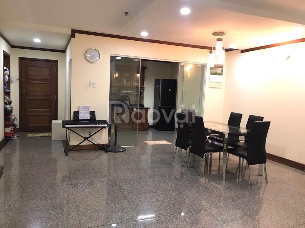 Cần bán căn hộ cao cấp Hoàng Anh Giai Việt, DT 115m2, 2PN, giá 3,3 tỷ