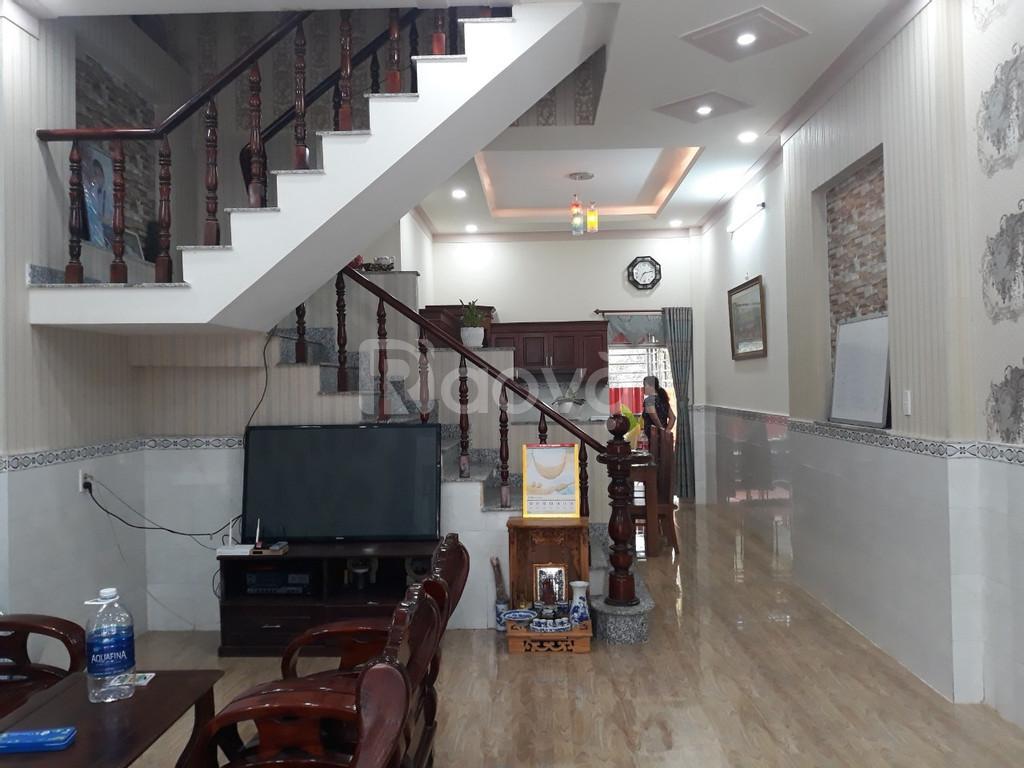 Nhà rộng 48m2 Trương Định, chỉ 3.3 tỷ, vuông vắn, gần phố, 3 gác