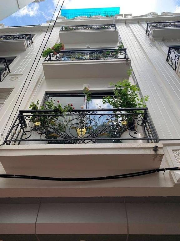 Bán nhà phân lô ngã tư Tân Mai, Trương Định 40m, 5 tầng, giá 5,2 tỷ