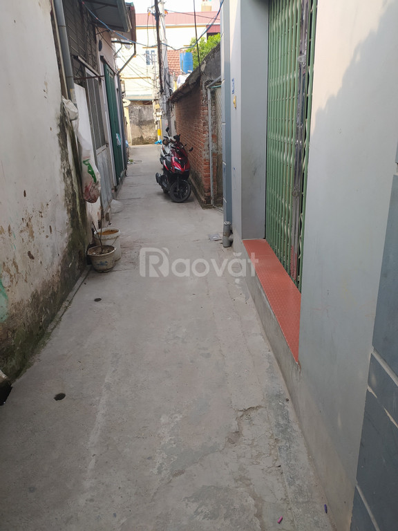 Chính chủ bán nhà ở Cao Trung, Đức Giang, cách đường ô tô 50m, gần chợ