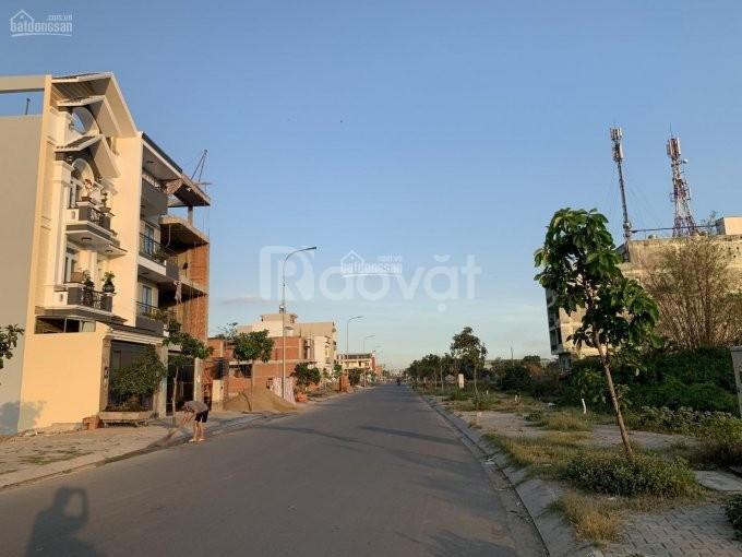 Gia đình tôi bán gấp 2 nền đất liền kề Tỉnh Lộ 10 gần chợ Bà Hom, shr