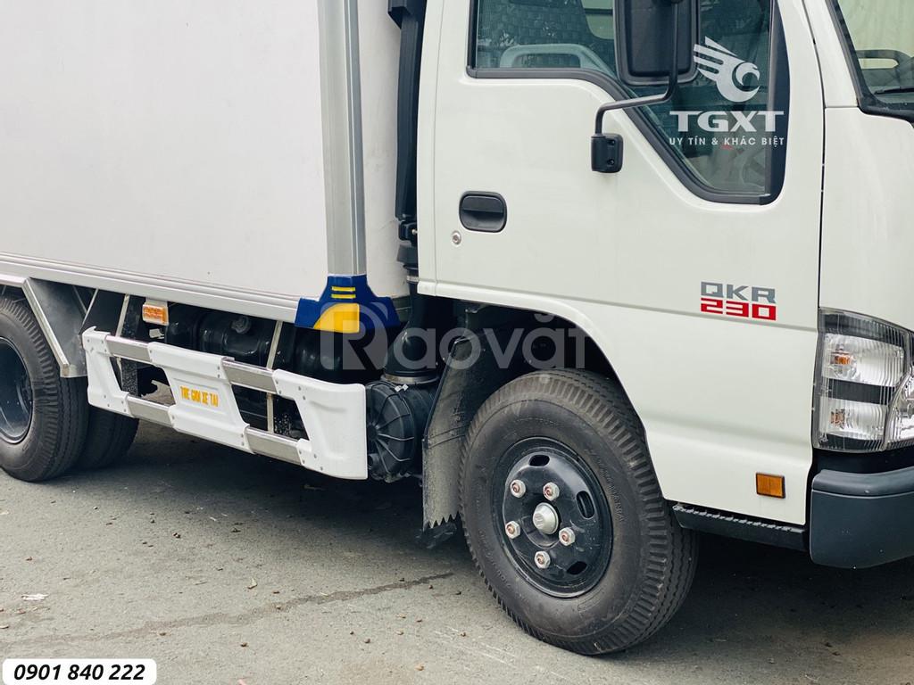 Isuzu QKR230 thùng bảo ôn gắn bửng nâng, trả góp 80%