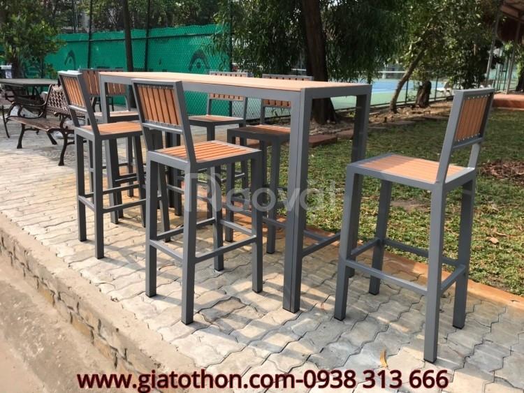 Bộ bàn ghế nan gỗ composite khung nhôm