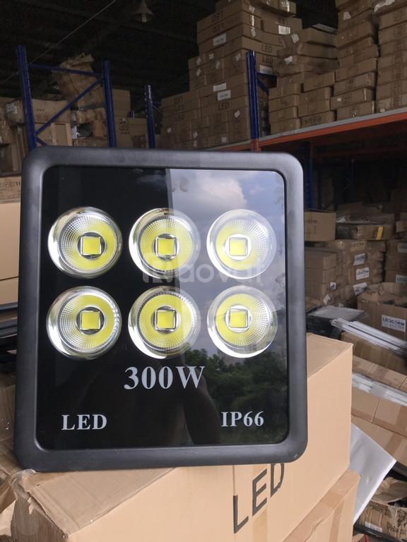 Đèn LED pha 300w chóa cốc MS2.2 chiếu sân bóng