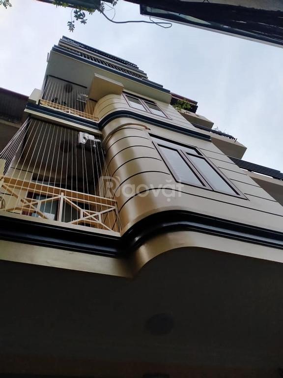 Bán nhà Hoàng Quốc Việt 4.5 tầng diện tích 40m2 giá 5.5 tỷ