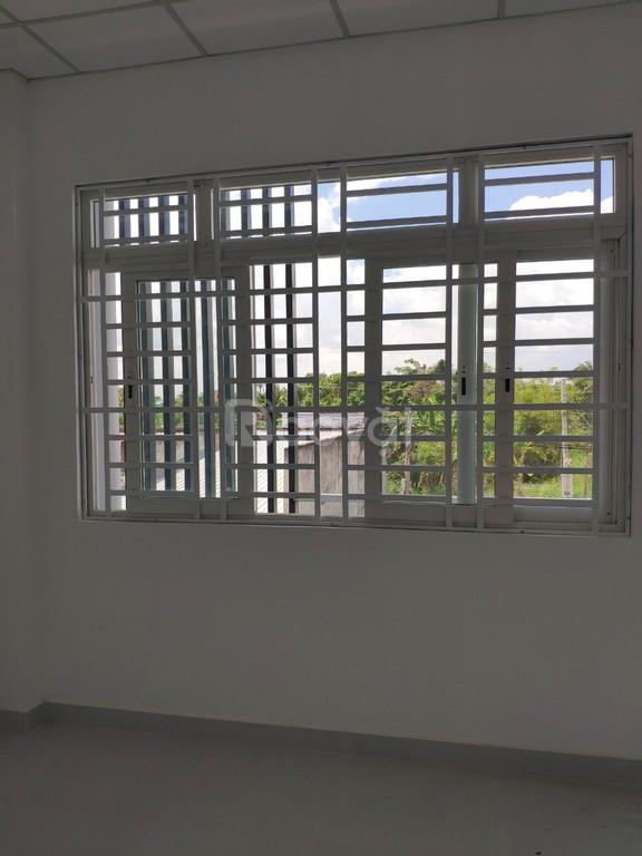 Bán nhà mới hoàn thiện chưa ở ngay chợ Bình Chánh, DT 100m2, sổ hồng
