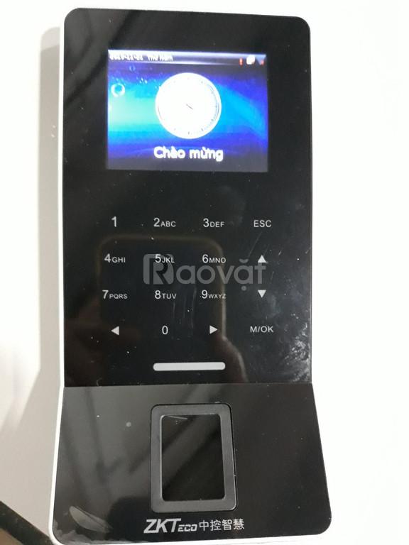Máy chấm công và kiểm soát cửa dùng wifi F22 - vân tay, thẻ