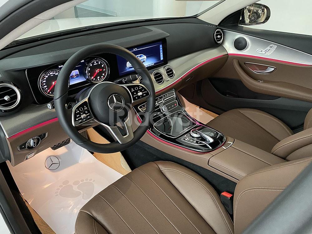 Mercedes E180 2020 màu Trắng nội thất nâu, chạy lướt 1000 km