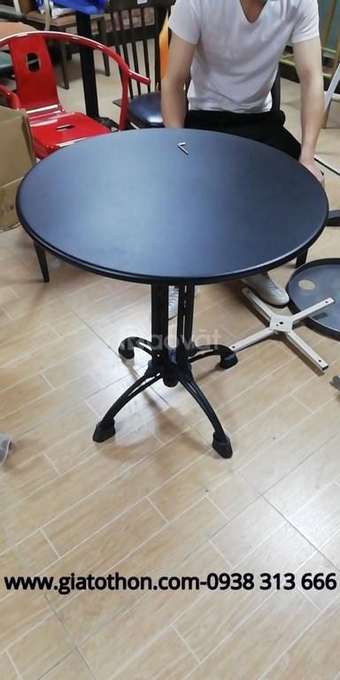 Bàn cafe chân sắt mặt gỗ hình tròn