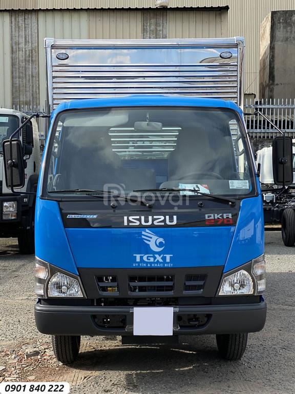 Isuzu QKR270 thùng kín phiên bản cabin màun xanh, trả góp 80%