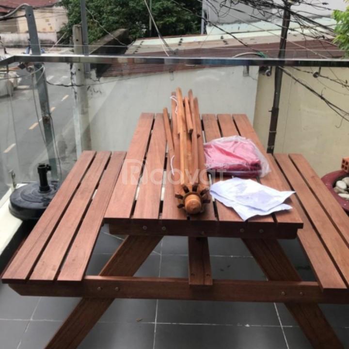Bộ bàn ghế bằng gỗ tự nhiên ngoài trời
