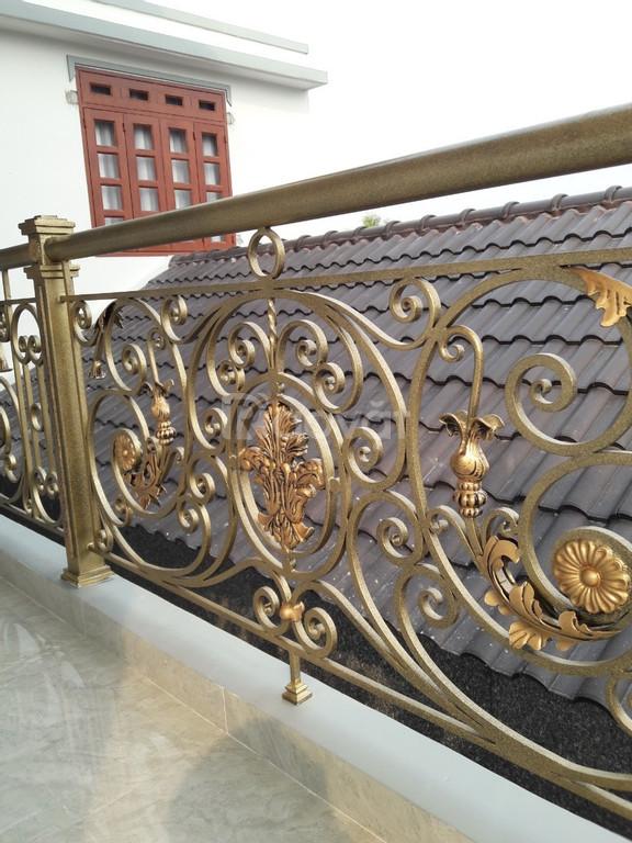 Cầu thang sắt uốn sang trọng tinh tế, lắp đặt chuyên nghiệp nhiệt tình