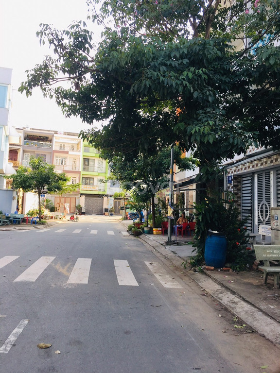 Bán đất thổ cư ngay siêu thị CoopMart Bình Tân giá 1,8 tỷ, sổ hồng