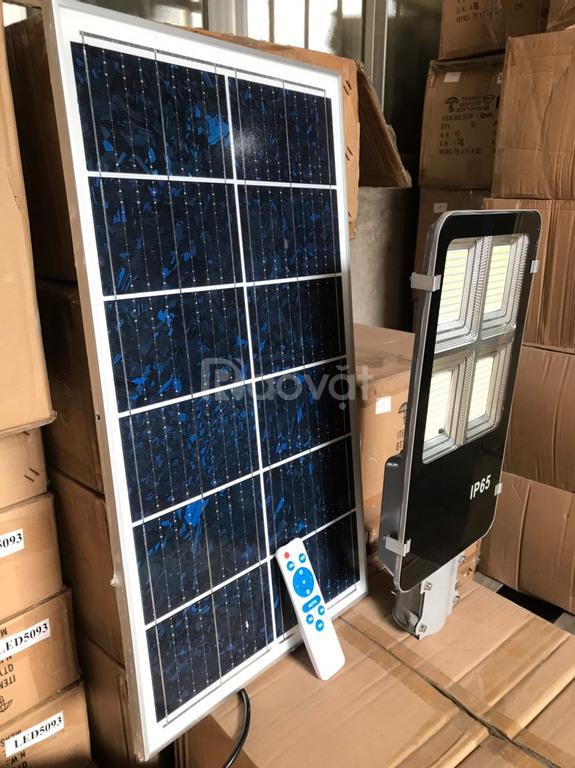 Đèn đường năng lượng mặt trời bàn chải 150w