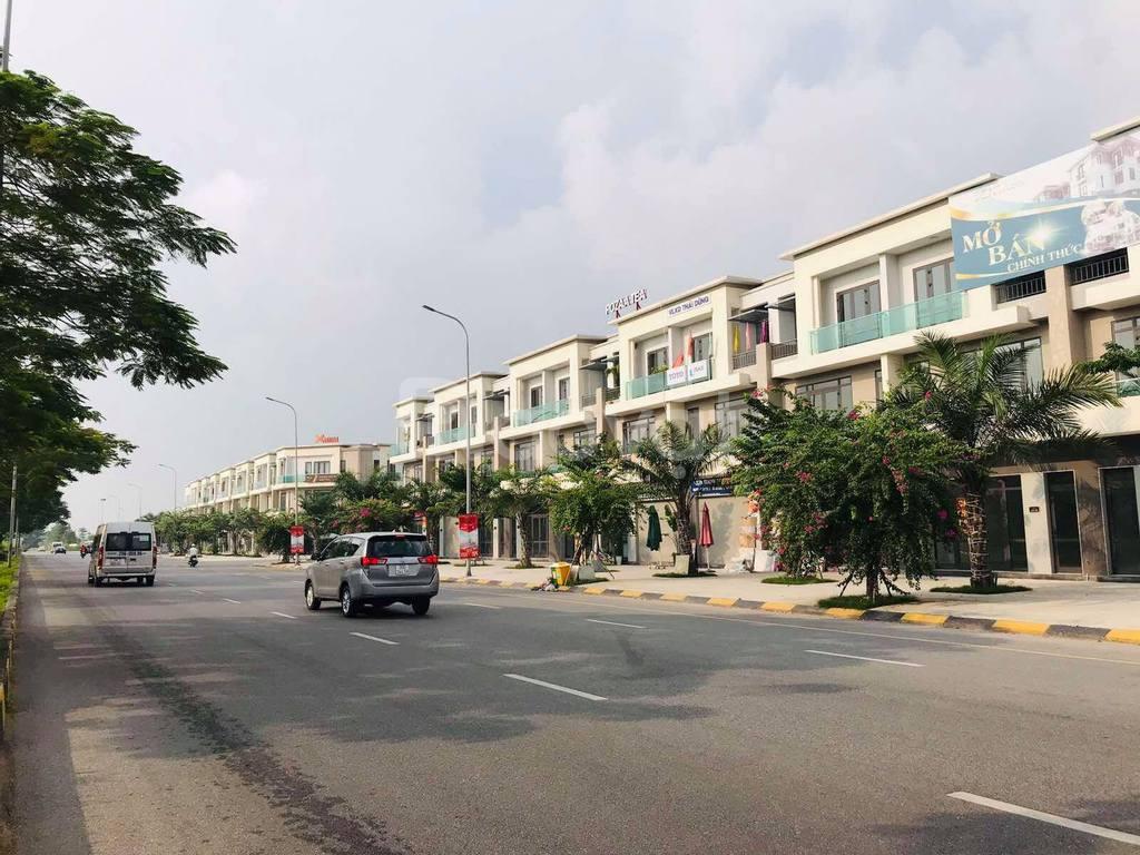 Bán 120m2 shophouse mặt đường 56m Centa City