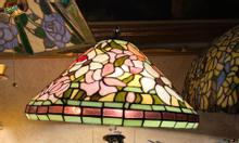 Giao lưu e đèn tiffany hoạ tiết hoa leo