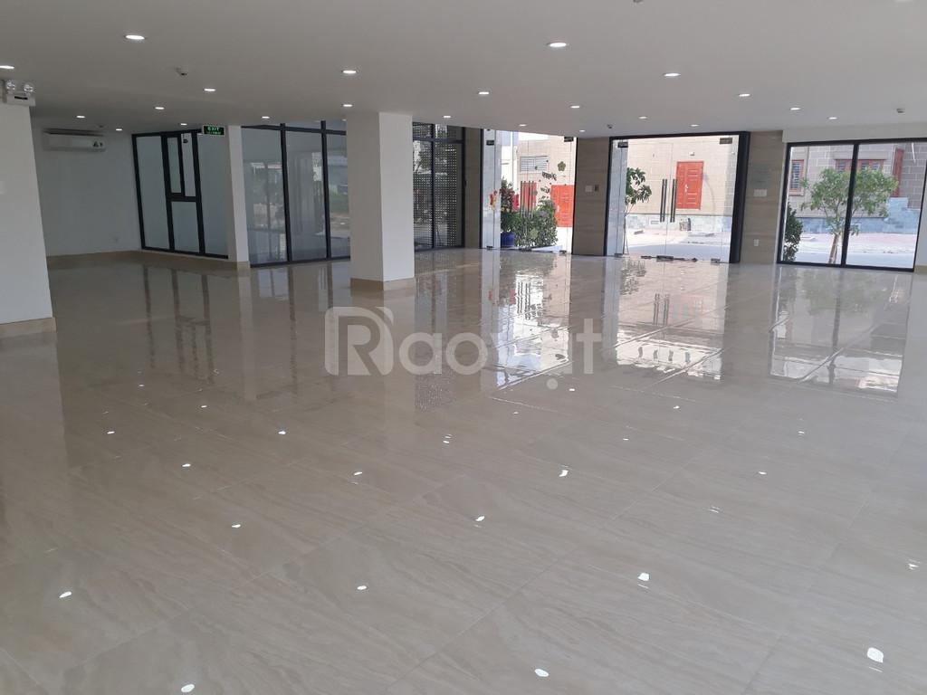 Cho thuê tòa nhà 20x21 hầm 4 sàn Lương Định Của, Q2