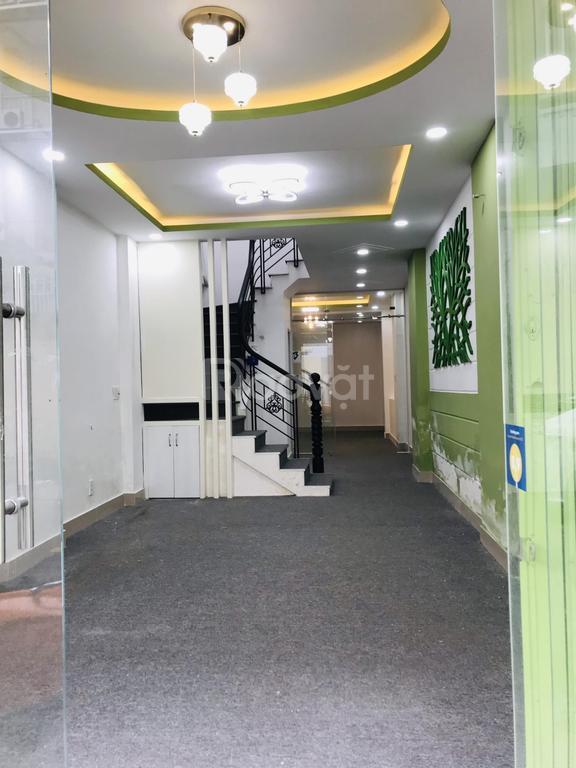 Nhà MT 2D Nguyễn Thành Ý khu TT Q.1, đối diện trường Đinh Tiên Hoàng
