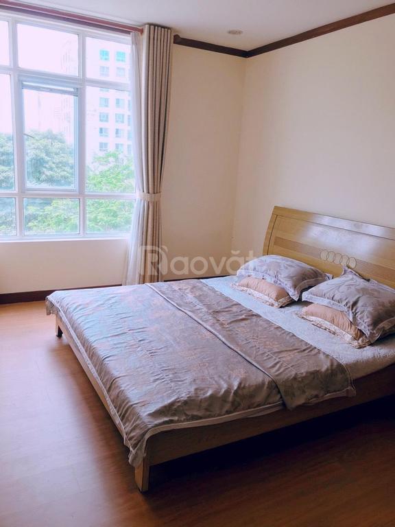 Cần bán căn hộ chung cư Giai Việt, DT 115m2, 2PN, 2WC, sổ hồng đầy đủ