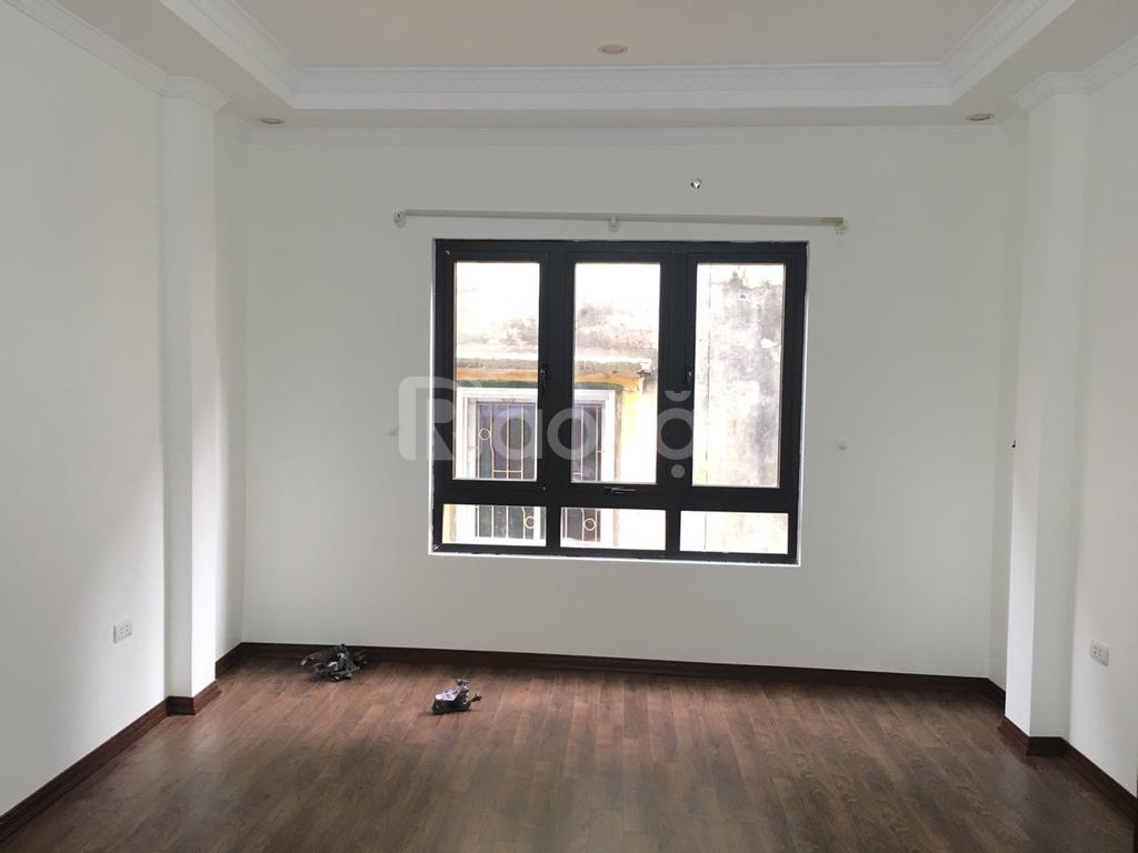 Bán nhà tại phường Phú Thượng, 5 tầng 2 mặt thoáng, 35m2 ô tô cách 8m