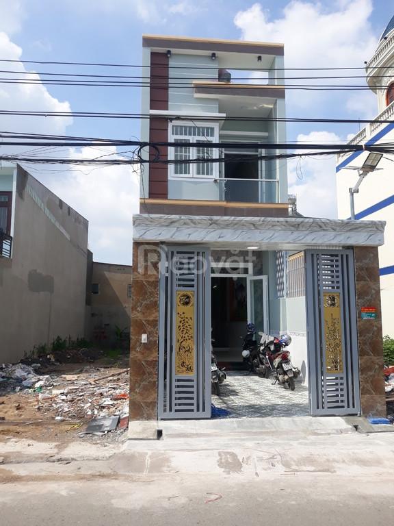 Bán nhà 1 trệt 1 lâù, mặt tiền buôn bán, Dĩ An, Bình Dương, 100m