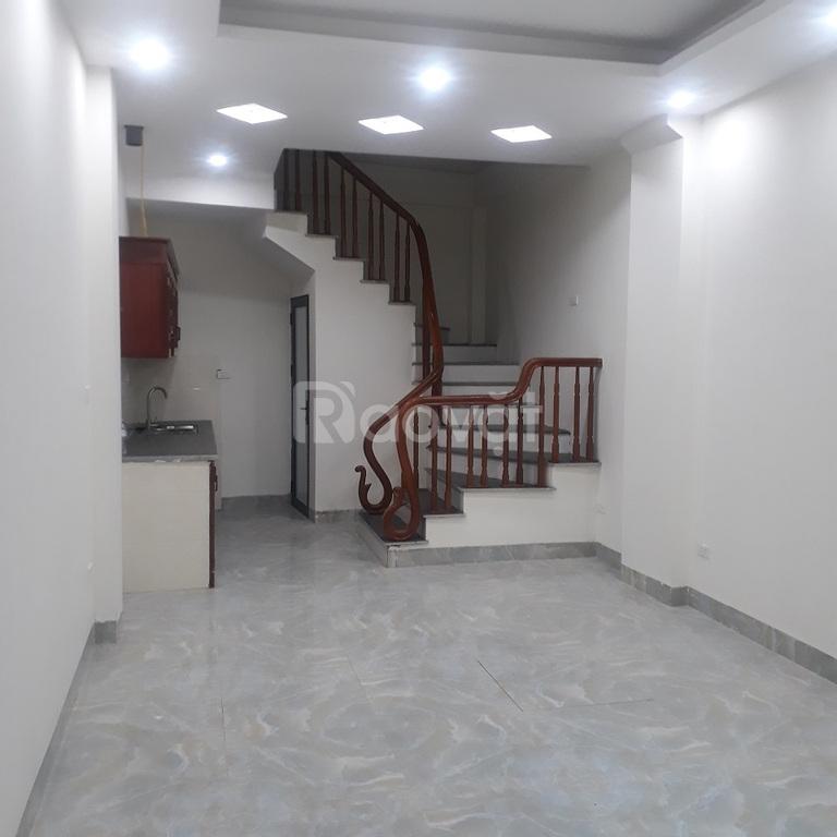 Bán nhà giá rẻ tại Bát Khối 30m2 xây mới, 5 tầng cách 10m ra ngõ ô tô
