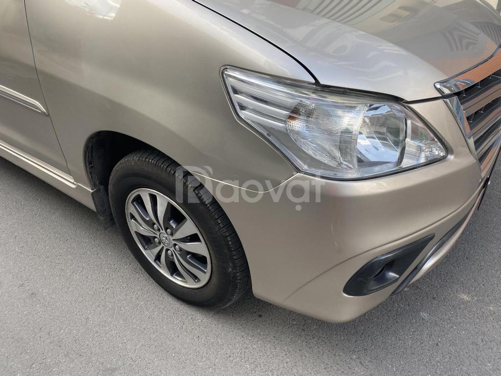 Cần Bán Toyota Innova 2016 màu vàng tự động, xe như mới