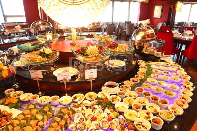 Cho thuê rẻ 1.300m2 mặt bằng làm nhà hàng, sát cầu Long Biên