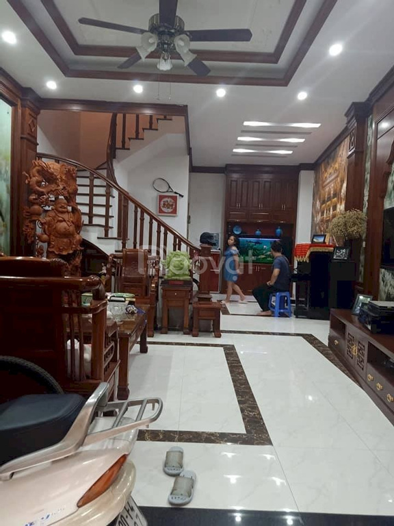 Bán nhà Hoàng Quốc Việt, 5 tầng 40m2