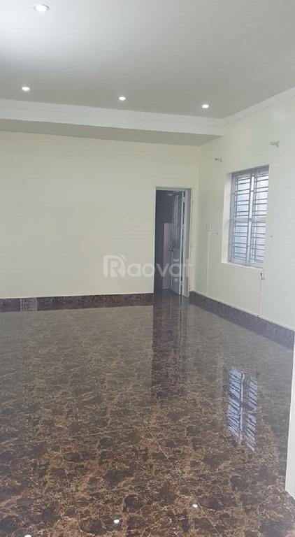 Chính chủ bán nhà tự xây mặt ngõ 2,5 tầng đường Hồ Sen