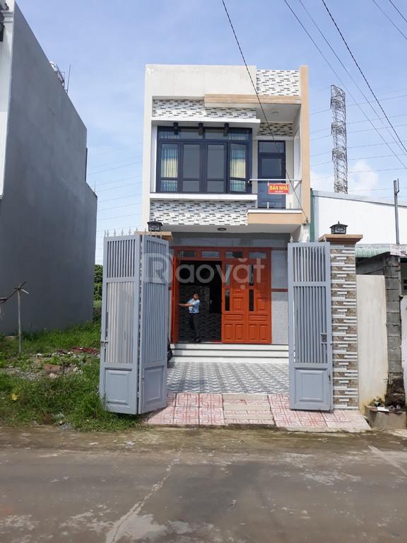 Bán nhà 1 trệt 1 lầu giá rẻ, đường Lồ Ô, Dĩ An, Bình Dương