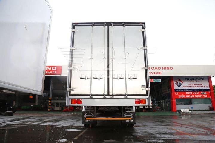 Xe tải Hino FG8JP7A, thùng kín 7m3, tải 7.8 tấn,  có sẵn giao ngay