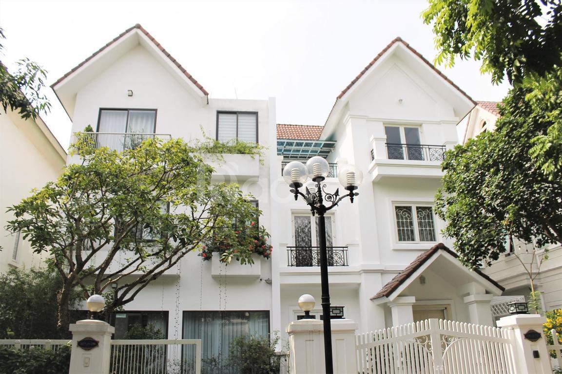 Cho thuê biệt thự song lập đủ đồ gần trường BIS tại Vinhomes Riverside