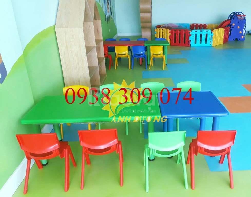 Bàn ghế nhựa mầm non nhập khẩu dành cho bé