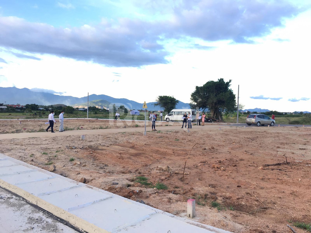 Đất sổ đỏ Bình Lộc 71.4, 5.04x15m, cạnh tái định cư