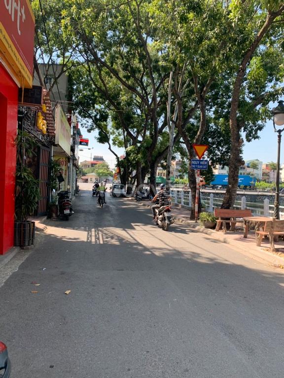 Bán đất giá rẻ tại phường Phúc Đồng, DT 63m2