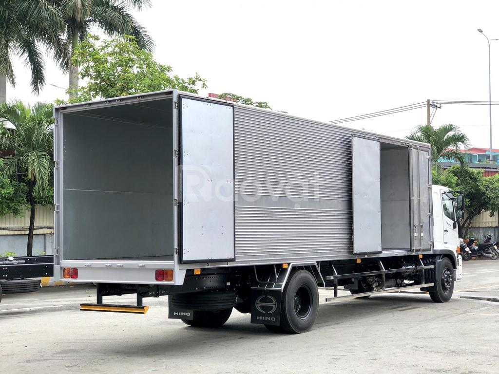 Xe tải Hino FG8Jt7A thùng kín 6 cửa, 8m8, tải 7.3 tấn