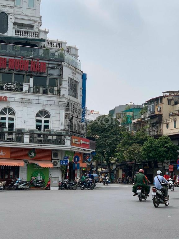 Cho thuê 1 tầng toà nhà Hàm Cá Mập, view hồ Hoàn Kiếm