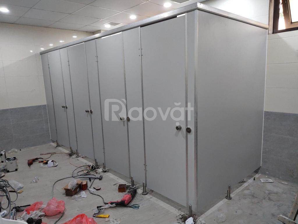 Chuyên phân phối và thi công lắp đặt vách ngăn vệ sinh compact