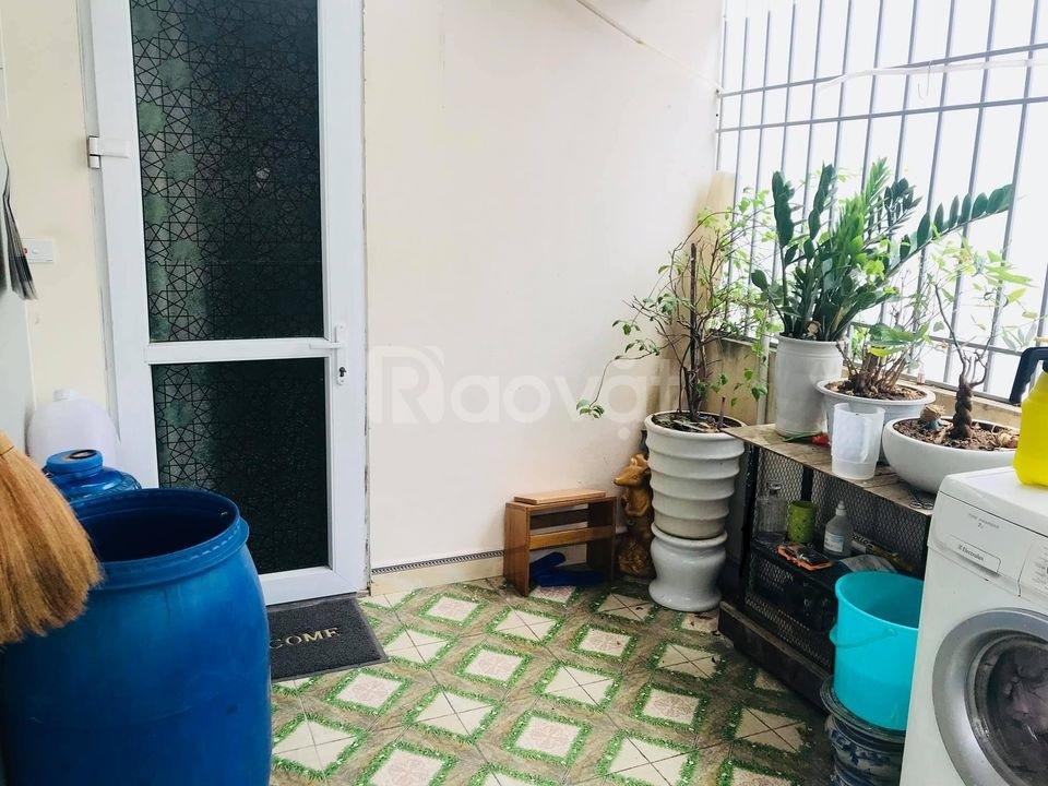 Nhà phố Hào Nam 30m, phòng ngủ, ngõ ba gác, nhà đẹp ở luôn