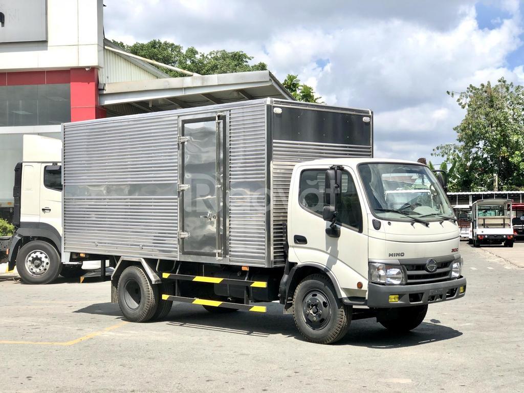 Sẵn 1 xe XZU342L tải 4T9 thùng kín 4m5, nhập khẩu Indonesia, giá tốt