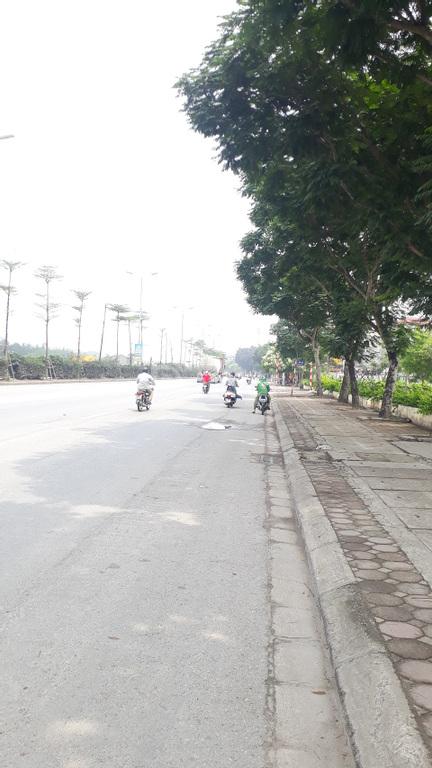 Bán đất mặt đường Nguyễn Văn Linh, quận Long Biên, DT 63m2