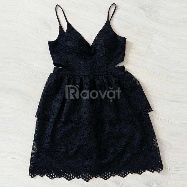 Đầm ren tầng màu đen